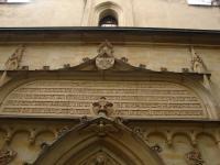 portál hornického kostelíka