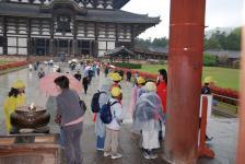 u vchodu do areálu Tódai-ji