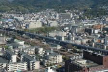 shinkanzen vyjíždící z Kjótského nádraží