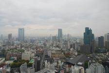 výhled z tokijské věže na okolní mrakodrapy